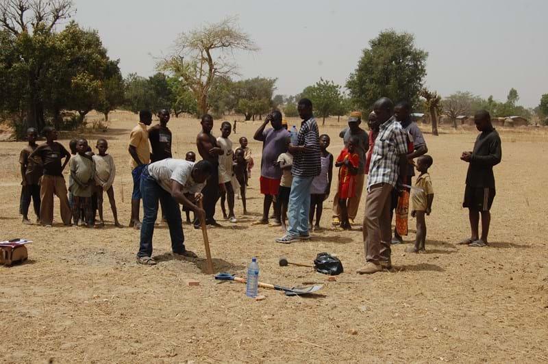 Ayopea villagers- soil samples  taken fr compound farm.JPG
