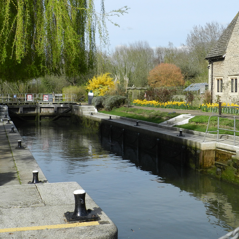 Water Services_Water Quality Surveys_Lock-keepers cottage_Iffley Lock_Oxford_UK_1600x1000.png